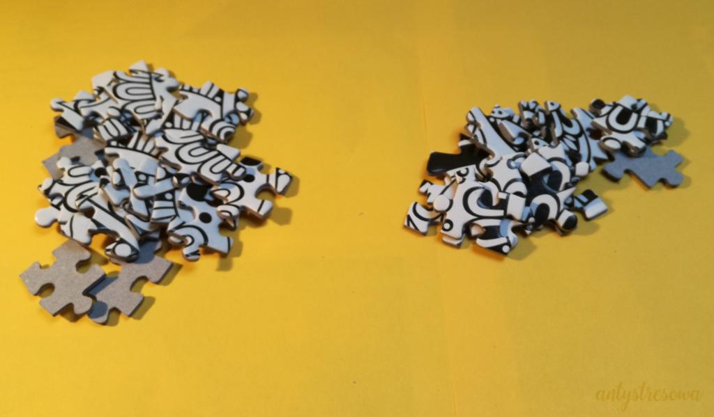 Puzzle posegregowane według podobnych nadruków.