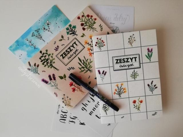 Zestaw do kaligrafii dla początkujących – dwa zeszyty, brush pen, szablon alfabetu i dwie karteczki