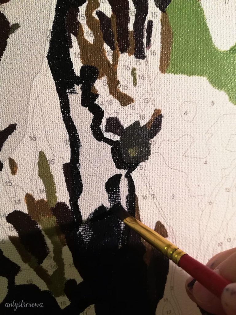 Koń w trakcie malowania.
