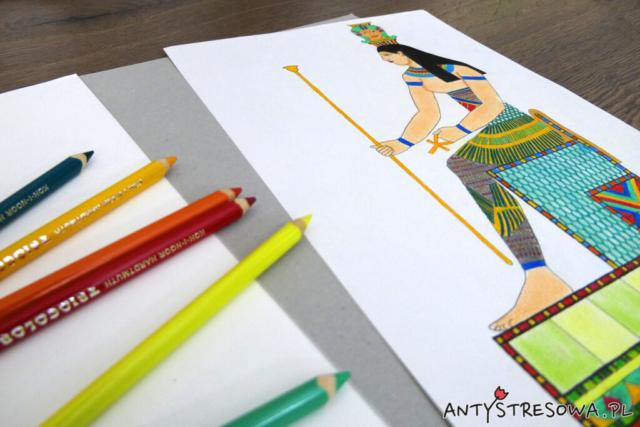 Obrazek pokolorowany kredkami twardymi i kartonowy tył książki