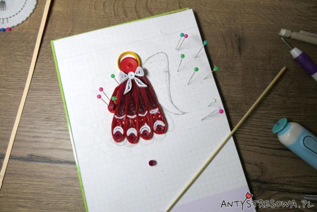 Czerwony anioł techniką Quillingu