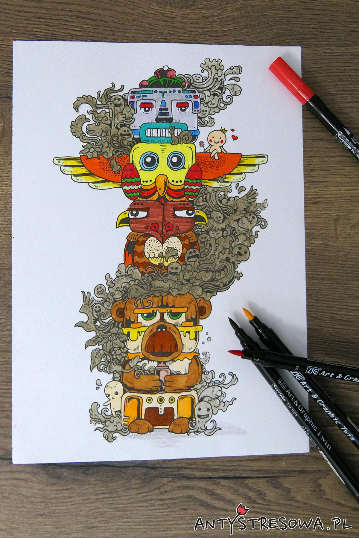 Totem z kolorowanki Inwazja Bazgrołów pomalowany pisakami Art & Graphic Twin