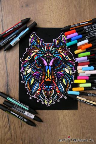 Welurowy wilk pomalowany Promarkerami i pisakami Art & Graphic Twin