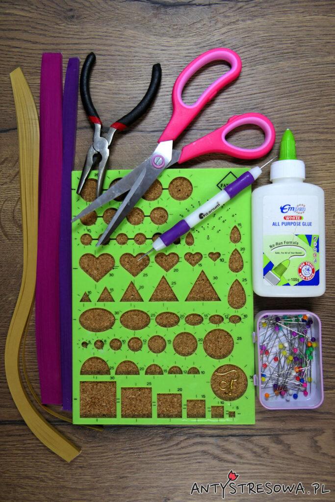 Materiały potrzebne do wykonania kolczyków z papieru