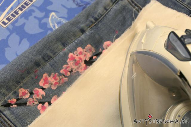 Utrwalanie farby na tkaninie z pomocą żelazka