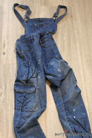 Gałązki drzewa wiśniowego- malowanie jeansów farbami do tkanin