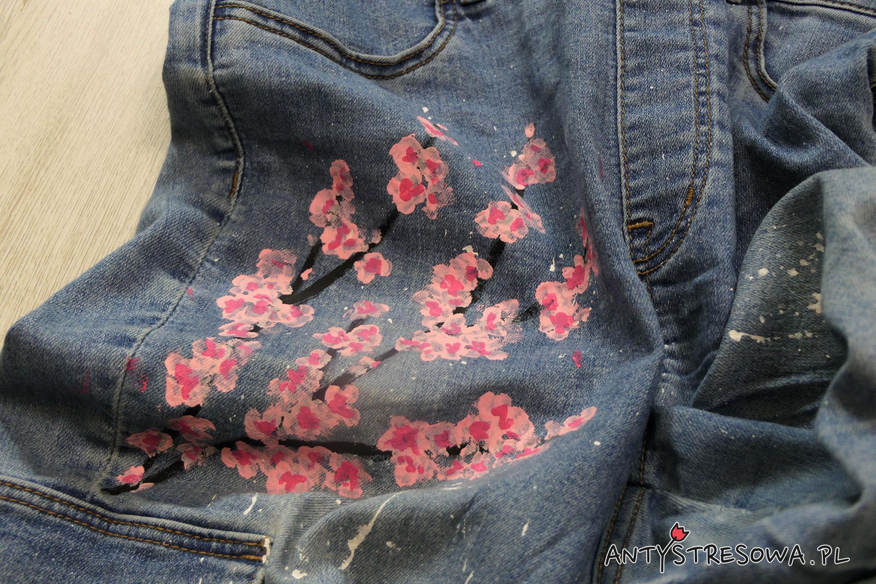 Spodnie w różowe kwiaty D.I.Y.