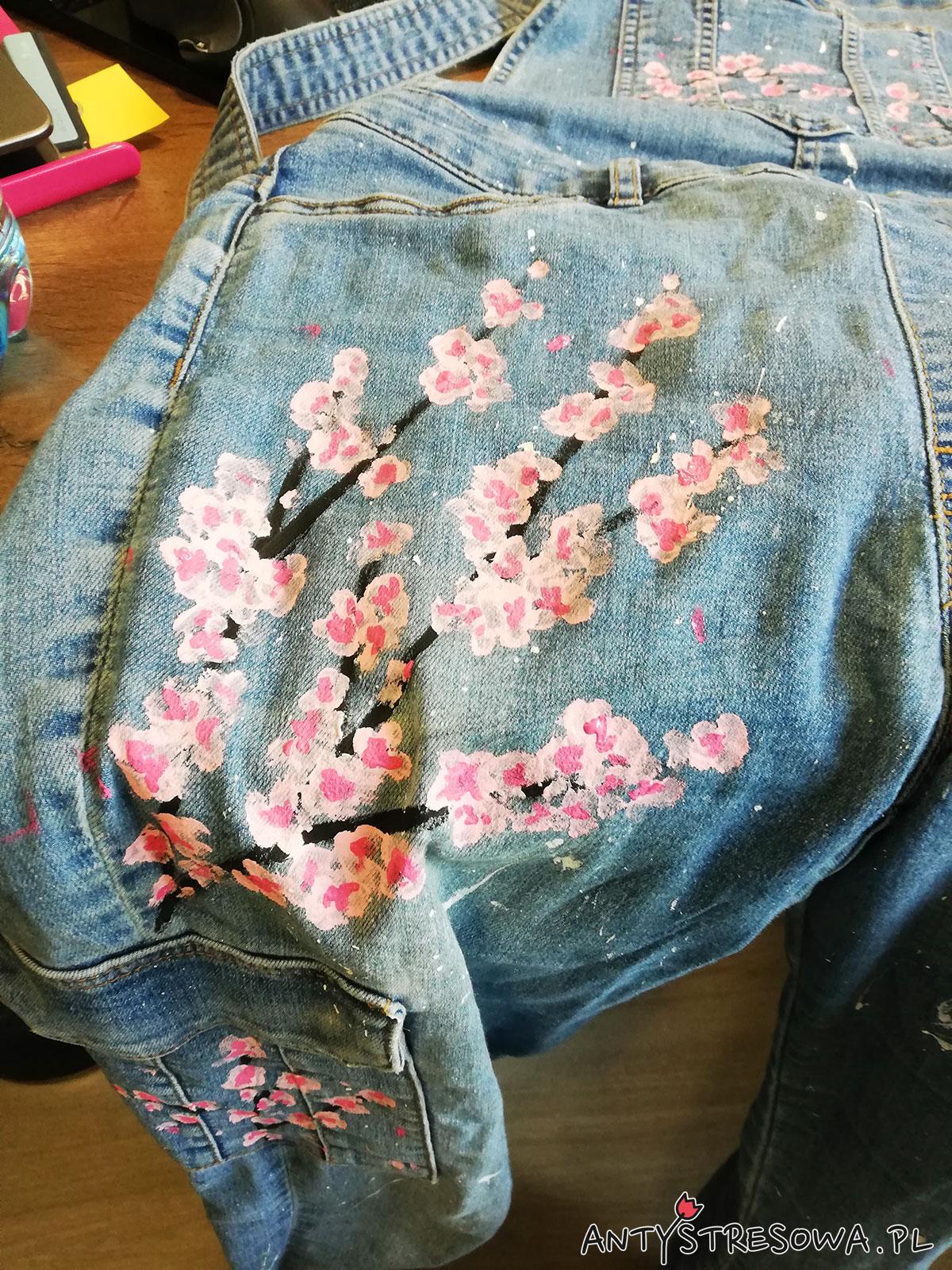 Kolejny etap malowania spodni