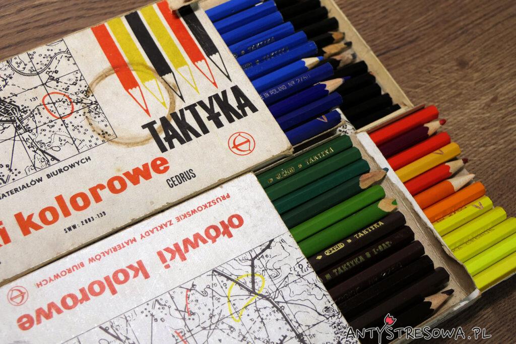Kredki taktyka - kolorowe ołówki znalezione podczas robienia porządków