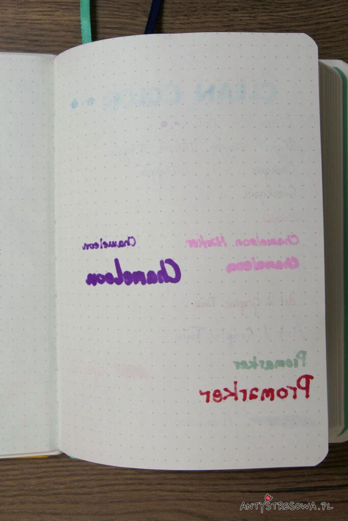 Papier w zeszycie w kropki